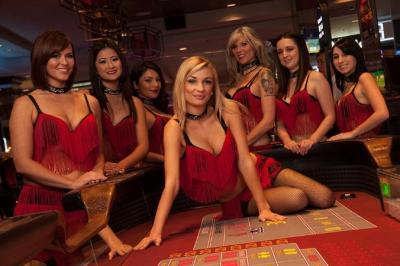 Frauen am Casino Spieltisch